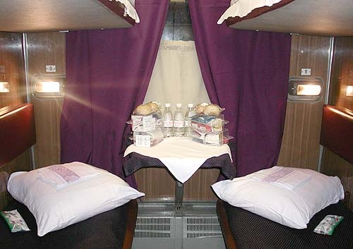 Russian trains: train between Moscow and St.Petersburg - Smena - A.Batancourt overnight train
